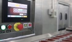 آلات تعليب اللحوم